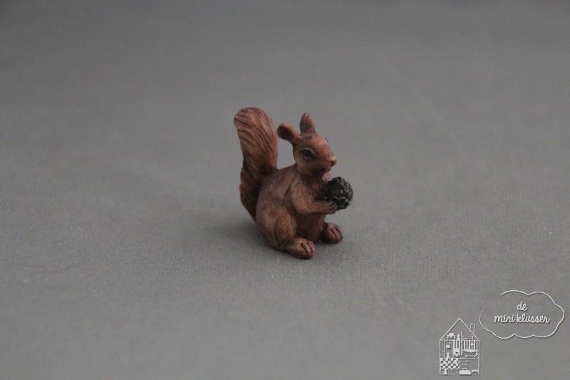 Eekhoorn met nootje