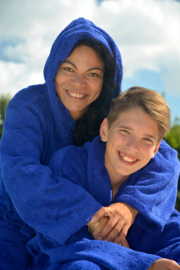 Middenblauwe badjas met capuchon