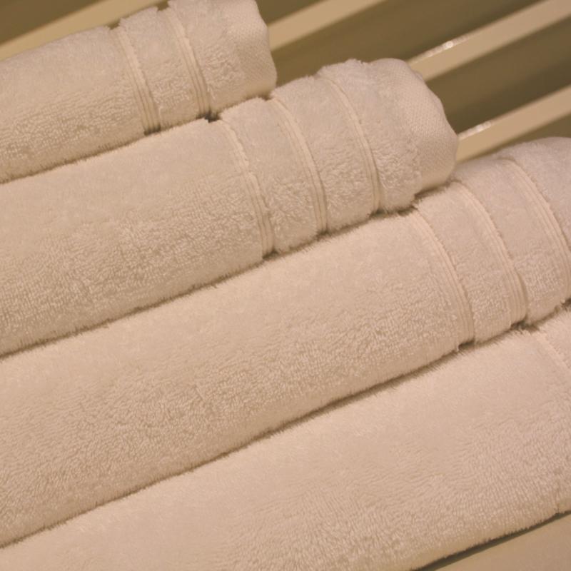 Organische handdoek 600 gram 60 x 110 cm Gebroken Wit