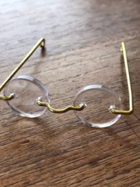 Bril met ronde glaasjes 5 cm.