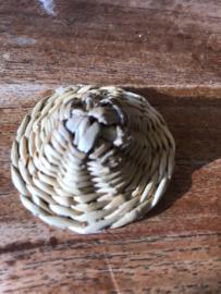 Rieten hoedje (5cm) voor klein popje
