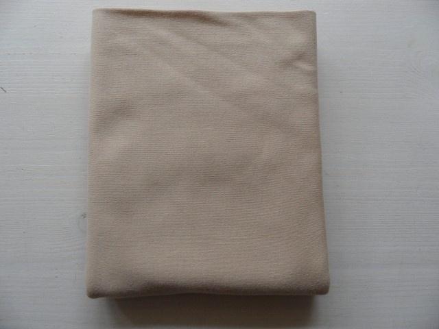 Beige poppentricot 25cm. x 80 cm.