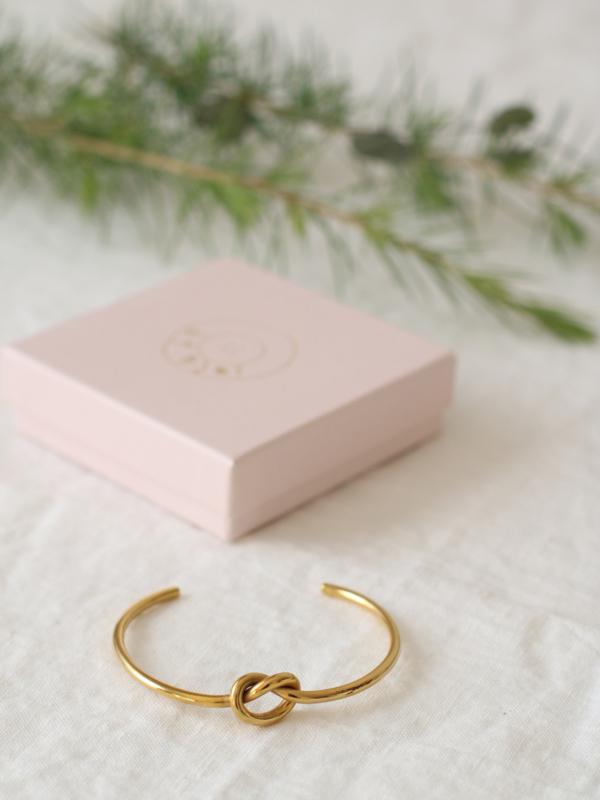 Knot Golden Bangle