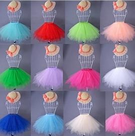 Hippe, kleurvolle petticoats, tutu's in verschillende kleuren.