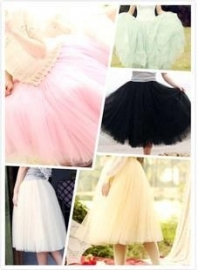 Lichtroze meerlaagse petticoat.