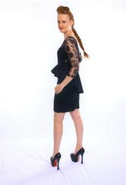 Zwart sierlijk peplum jurkje