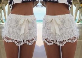 Wit crochet kort broekje.