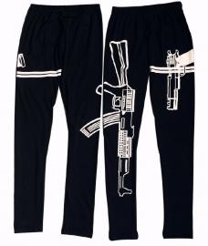 Gave zwarte legging met pistool opdruk.