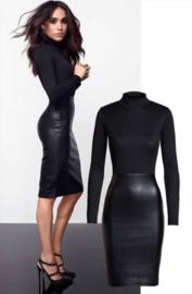 Strak zwart fashion wetlook jurkje 34 36 38 40