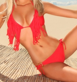 Rode fringe bikini.