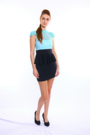 Zwart met lichtblauw kant peplum jurkje