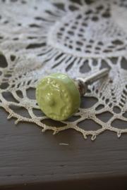 """mooi klein kastknopje met ster """"zacht groen"""""""