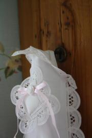 mooie stoffen toiletrolhouder voor 2 rollen met  mooi lacet kant en buideltje