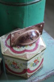 mooie roestkleurige metalen greep
