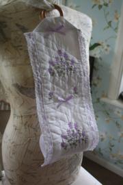mooie stoffen toiletrolhouder voor 2 rol met  mooi lavendel borduursel