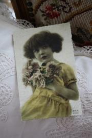 """dubbele kaart van handgeschept papier """"Meisje met de gele jurk"""""""