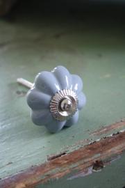 mooi gebloemd porseleinen kastknop in grijs
