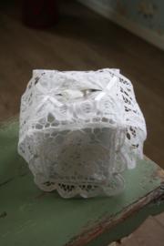 mooie tissue hoes met prachtig lacet kant