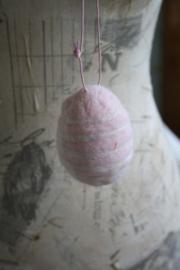 mooi zacht roze wollen ei met strepen