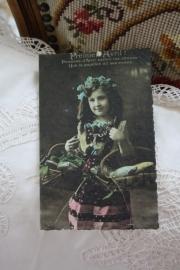 """dubbele kaart van handgeschept papier """"Meisje met broden"""""""