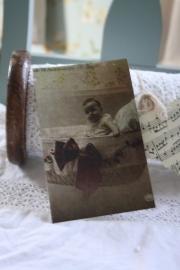 """prachtig ansicht kaartje van geschept papier """" baby in de mand"""""""