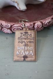 """leuke sleutelhanger met LED lampje """" deze sleutels zijn van de liefste mama"""""""