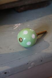 bolvormige zacht groene kastknop met stippen