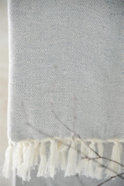 grote handdoek met franje in grijs/creme