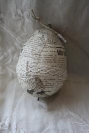 handgemaakt ei met kantje en veertje