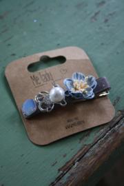 mooie haarspeld met bloemen in blauw