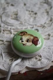 """vrolijke haak met porseleinen knop """" hondje"""""""