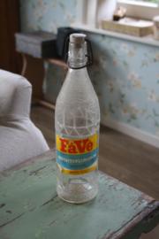 oude limonadefles met beugeldop