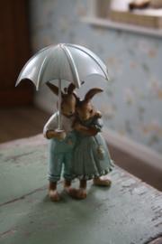 """prachtig beeldje """"Romantiek onder de paraplu"""""""