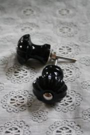 "mooi porseleinen knopje "" geribbeld zwart in champignon vorm"""