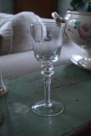 mooi geslepen wijnglas