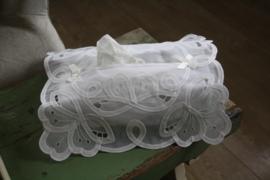 mooie tissue hoes met doorzichtige stof en lacet kant