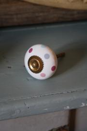 mooi kastknopje met messing schroef en pastel stippen