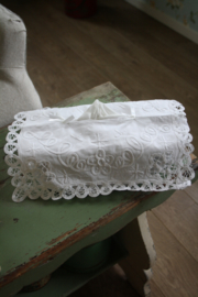 mooie tissue hoes met lacetkant en borduursel