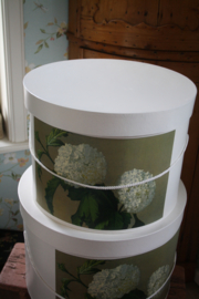 prachtige hoedendoos met witte hortensia/ Annabelle L