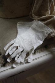 fraaie ivoor kleurige kanten kinderhandschoenen