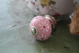 mooi roze kastknopje met bloemetjes