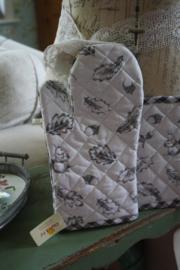 mooie ovenhandschoen met bos decoratie en grijze ruitjes