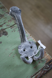 mooie metalen haak in antique grey