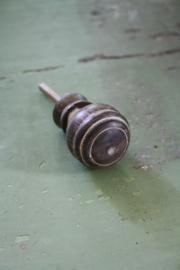 taupe/grijs houten kastknop in old look