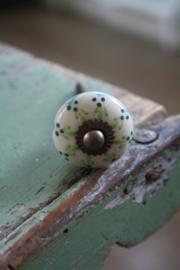kleine porseleinen knop met messing schroef