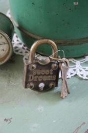 stoer en apart ijzeren kastknop met sleutels