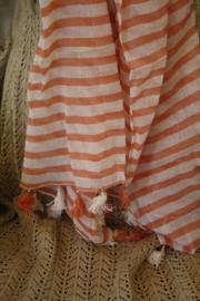 gestreepte sjaal met kwastjes in oud roze/oranje
