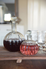 mooi gevormd glazen stolpfles met prachtig geslepen dop L