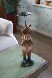 """mooie beeldje """" Samen op pad onder de paraplu"""""""