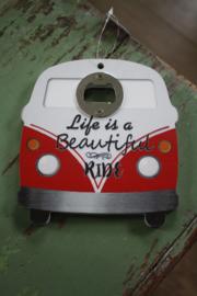 """leuke houten hanger met flesopener """"Life is a beautiful ride"""""""